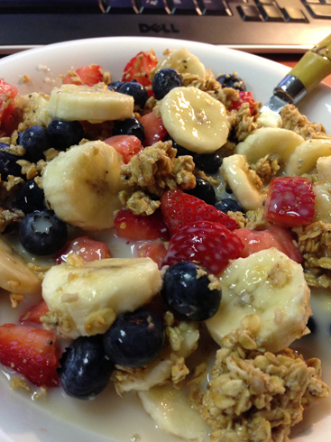 fruit granola breakfast